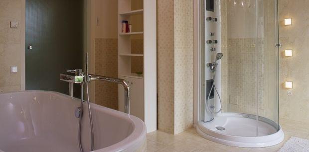 Wanna i prysznic w jednej łazience