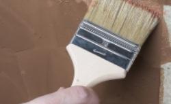 Samodzielne malowanie ścian: poznaj 7 głównych zasad malowania