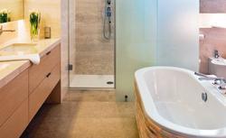 Ładne ściany i podłoga w łazience, czyli jak nie zwariować przy wyborze materiałów wykończeniowych