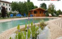 Basen ogrodowy z żywicy i kruszywa - zobacz, jak go zbudować