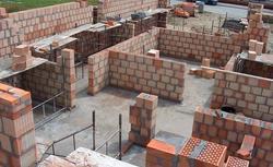 Zmiany istotne i nieistotne a prawo budowlane. Czym grozi samowolne odstępstwo od projektu?
