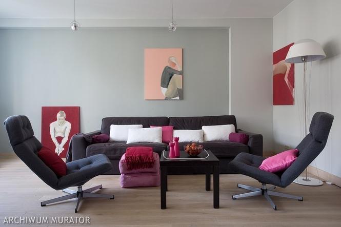 nowoczesny i szary salon - tło do ekspozycji obrazów