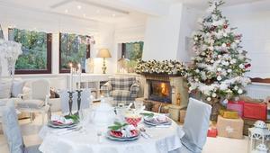 Dekoracja domu na Boże Narodzenie. Magiczne wnętrza aż toną w śnieżnej bieli [ZDJĘCIA]