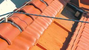 Ochrona przed przepięciami wywołanymi uderzeniem pioruna. Instalacja odgromowa w budynku