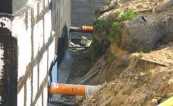 Zawilgocenie ścian fundamentowych. Jak naprawiać hydroizolację fundamentów?