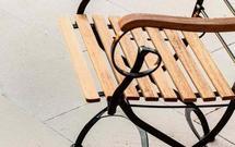 Aranżacja nawierzchni tarasu. Jak zaplanować eleganckie ścieżki, schody i podjazdy w ogrodzie?