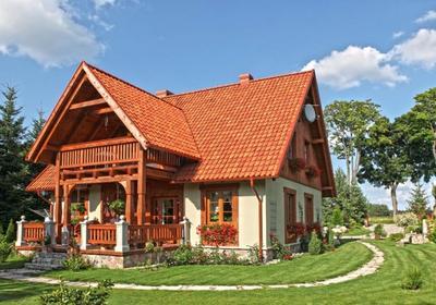 Budowa domu z murowanym parterem i drewnianym poddaszem