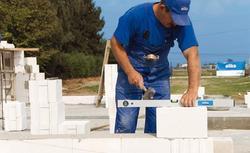 Jak murować ściany szybciej. Sekrety zaprawy klejowej do gazobetonu i silikatów