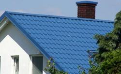 Konstrukcja dachu, a rodzaj pokrycia z blachy. Kiedy lepsza blacha płaska, a kiedy blacha profilowana?