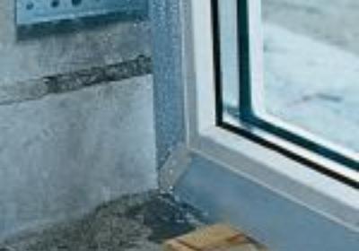 Jak ustawić okno w ościeżu?