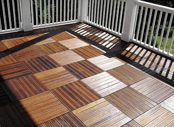 drewno na balkonie sposoby na drewnian posadzk ogr d. Black Bedroom Furniture Sets. Home Design Ideas
